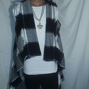 Blanket Vest w/Fringe M/L  Bonus Necklace